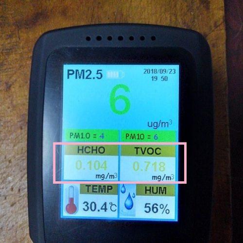 BRIWAXと某社のオイルステインを重ね塗りし2ヵ月後に行った空気測定